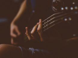 Os melhores professores de guitarra do YouTube
